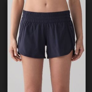 LULULEMON Tracker Short Midnight Navy LIKE NEW 12
